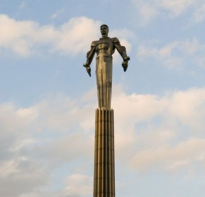 gagarin-statue-in-moscow-1