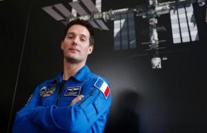 648x415_astronaute-francais-thomas-pesquet-36-ans-posant-17-mars-2014-combinaison-agence-spatiale-europeenne-esa-sejournera-2016